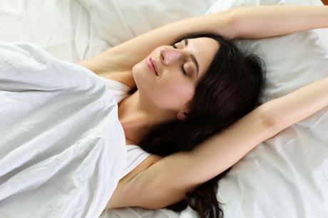 4 bài tập hiệu quả dành cho người khó ngủ và chỉ mất 2 phút