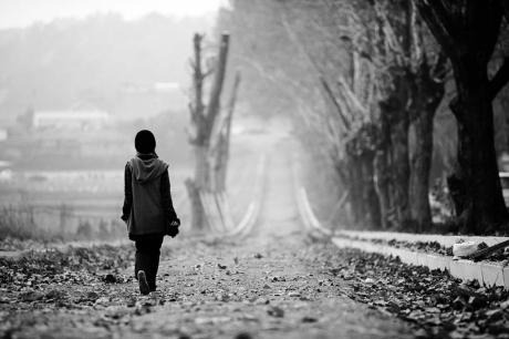 Tình cảm giữa người với người muốn bền lâu, không thể quá xa, cũng không nên quá gần