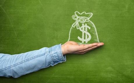 8 cách tiêu tiền khiến bạn nghèo bền vững