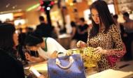 Bài học nhớ đời: Đại gia đưa kiều nữ đi mua sắm