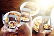 10 thói quen kỳ quặc mà thời đại smartphone đã mang lại cho chúng ta