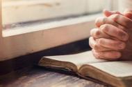 Trong nguy khốn, lời cầu nguyện của ai sẽ được đáp trả?