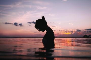 4 bước để đi qua quá khứ, biến vướng bận thành hạnh phúc